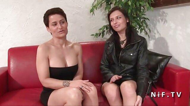 大きなペニスは、膣とお尻の白い雌犬を襲います 女性 セックス 動画