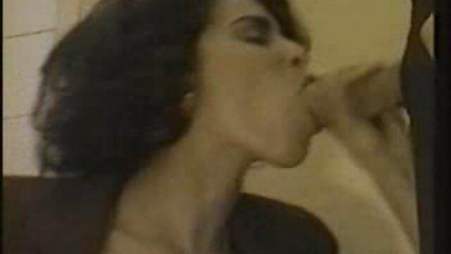 彼女の恋人をねじ込む毛深い膣を持つ雌犬 動画 女性 h