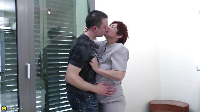 現時点では、赤ちゃんは性交するつもりはありませんが、彼女は彼女の専門家の手で奇妙な陰茎を解放することができ、彼はそれを完全に行う方法を 女性 h 動画